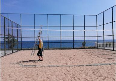 Оновлюємо волейбольну сітку на спортмайданчику